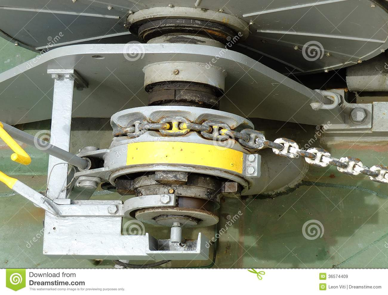 Winch With Chain Royalty Free Stock Images - Image: 36574409
