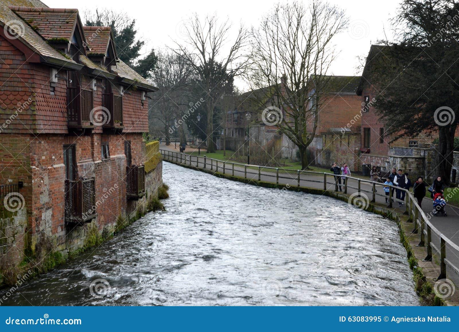 Download Winchester, Angleterre, Rivière Itchen Image éditorial - Image du médiéval, château: 63083995