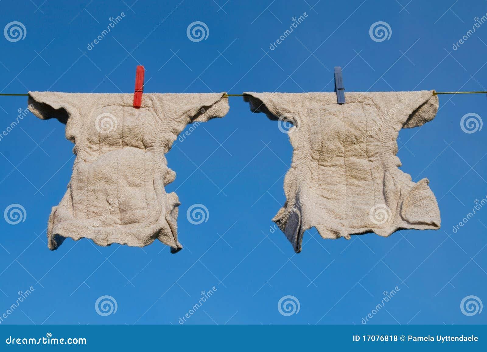 Windeln auf einer Kleidungzeile