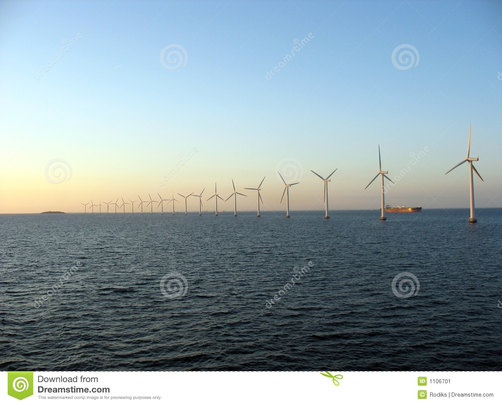 Windfarm a pouca distância do mar 2