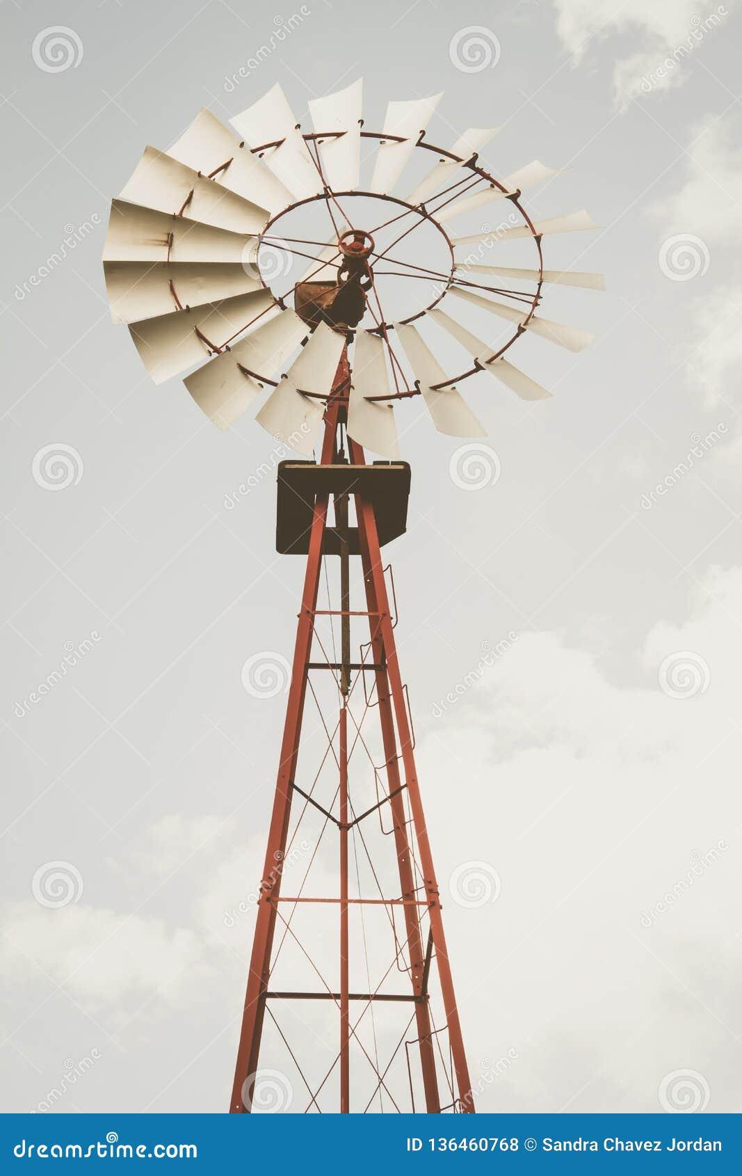 Windmühle im vertikalen Format unter Verwendung der desaturated Töne