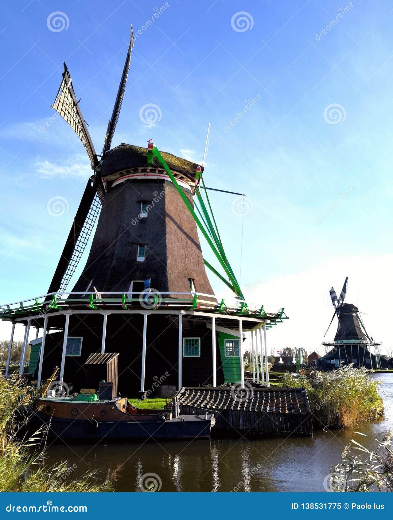 Windmolen en schip