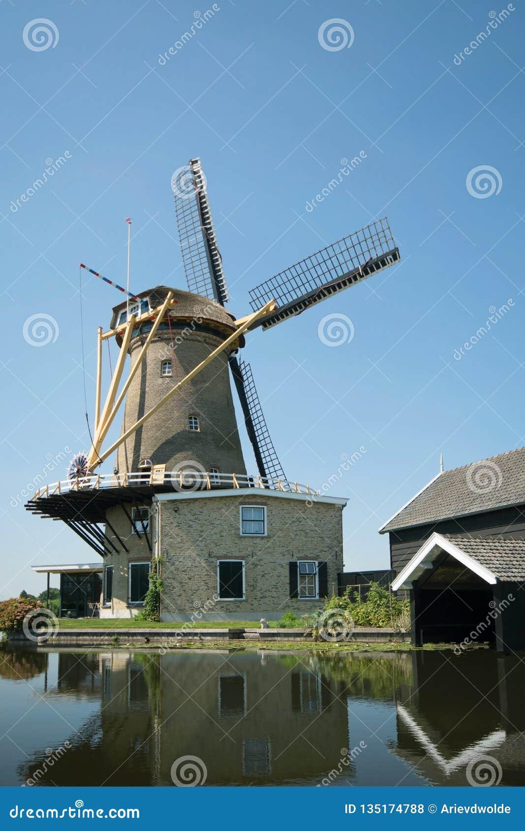 Windmolen Vriendschap in Bleskensgraaf Holland