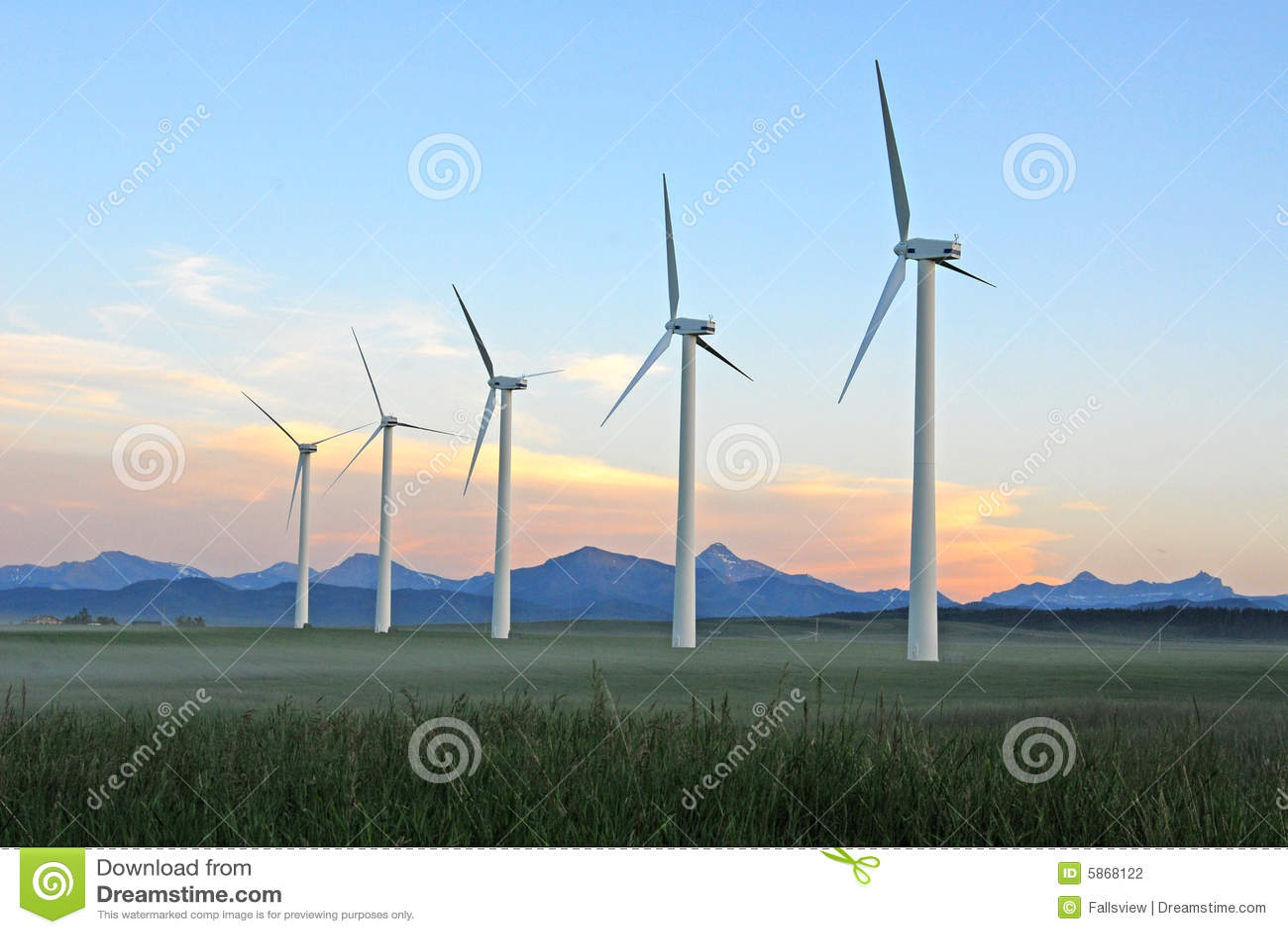 Windmolens bij schemer