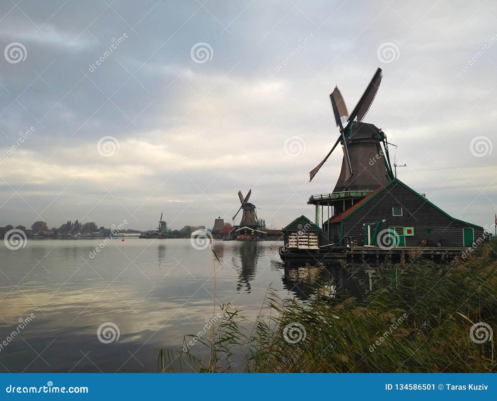 Windmolens op de rivier Zaan Zaanse Schans, Nederland