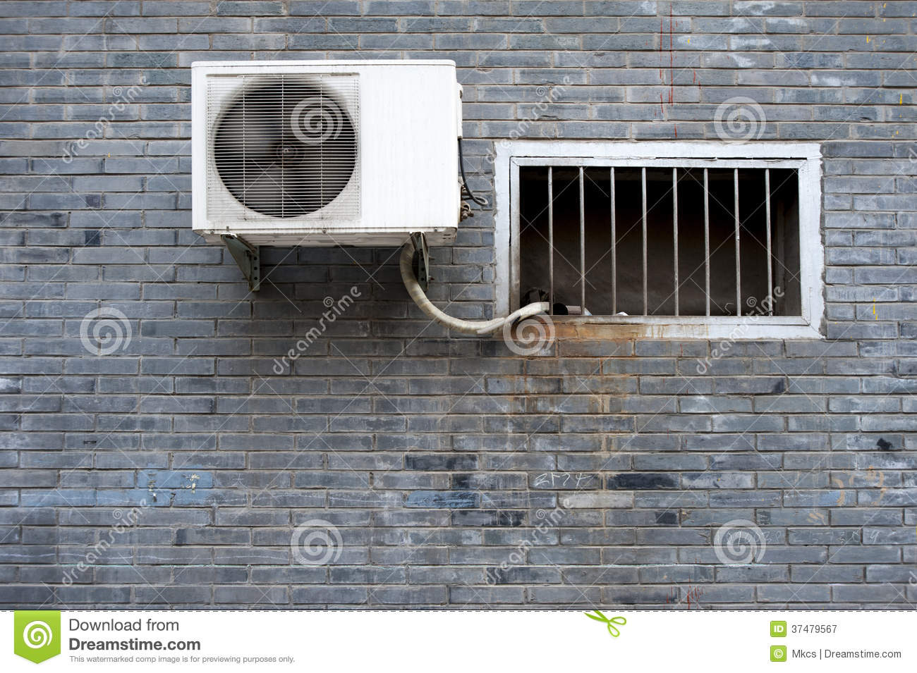 Royalty Free Stock Photography: A window and a air conditioner on the  #798348