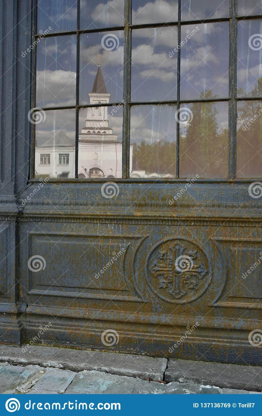 Window_to_church