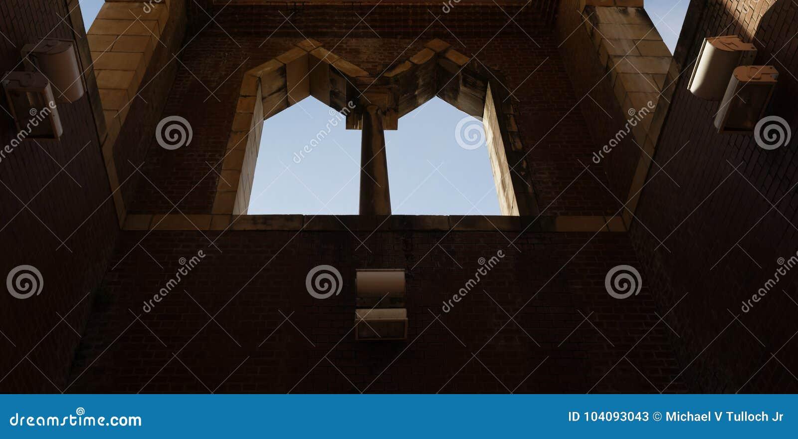 Windows сдобренное близнецом и небо за пределами