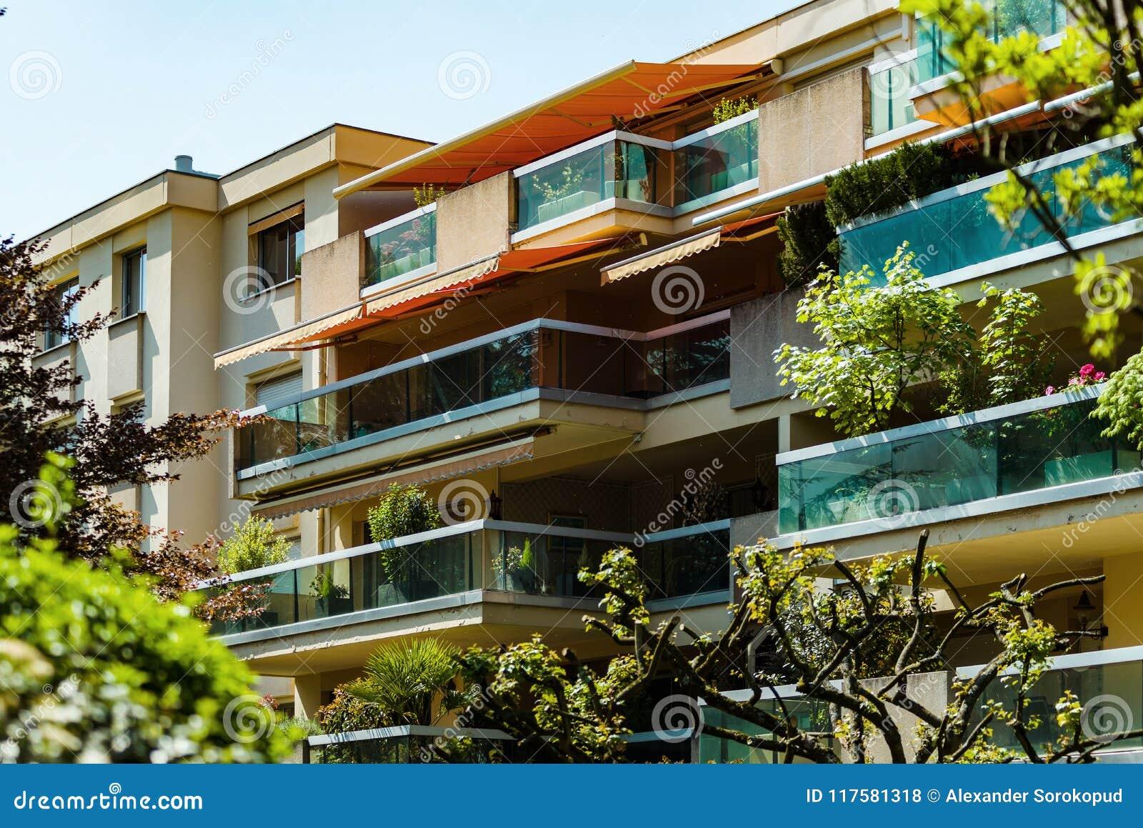 Windows e balcão, casa de apartamento moderna