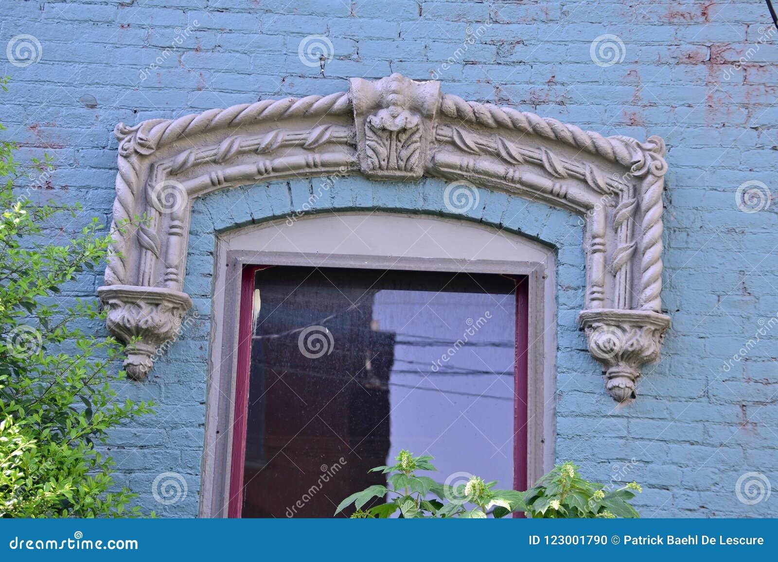 Windows sur la résidence de brique de vintage