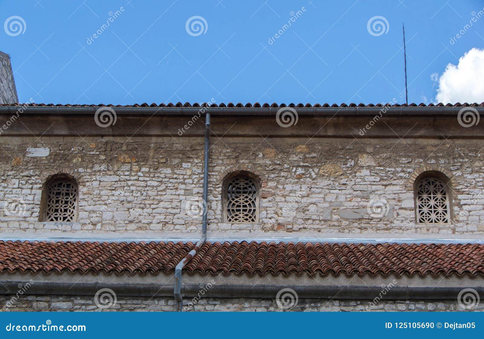 Windows Y Terrazas En Edificios Antiguos Foto De Archivo