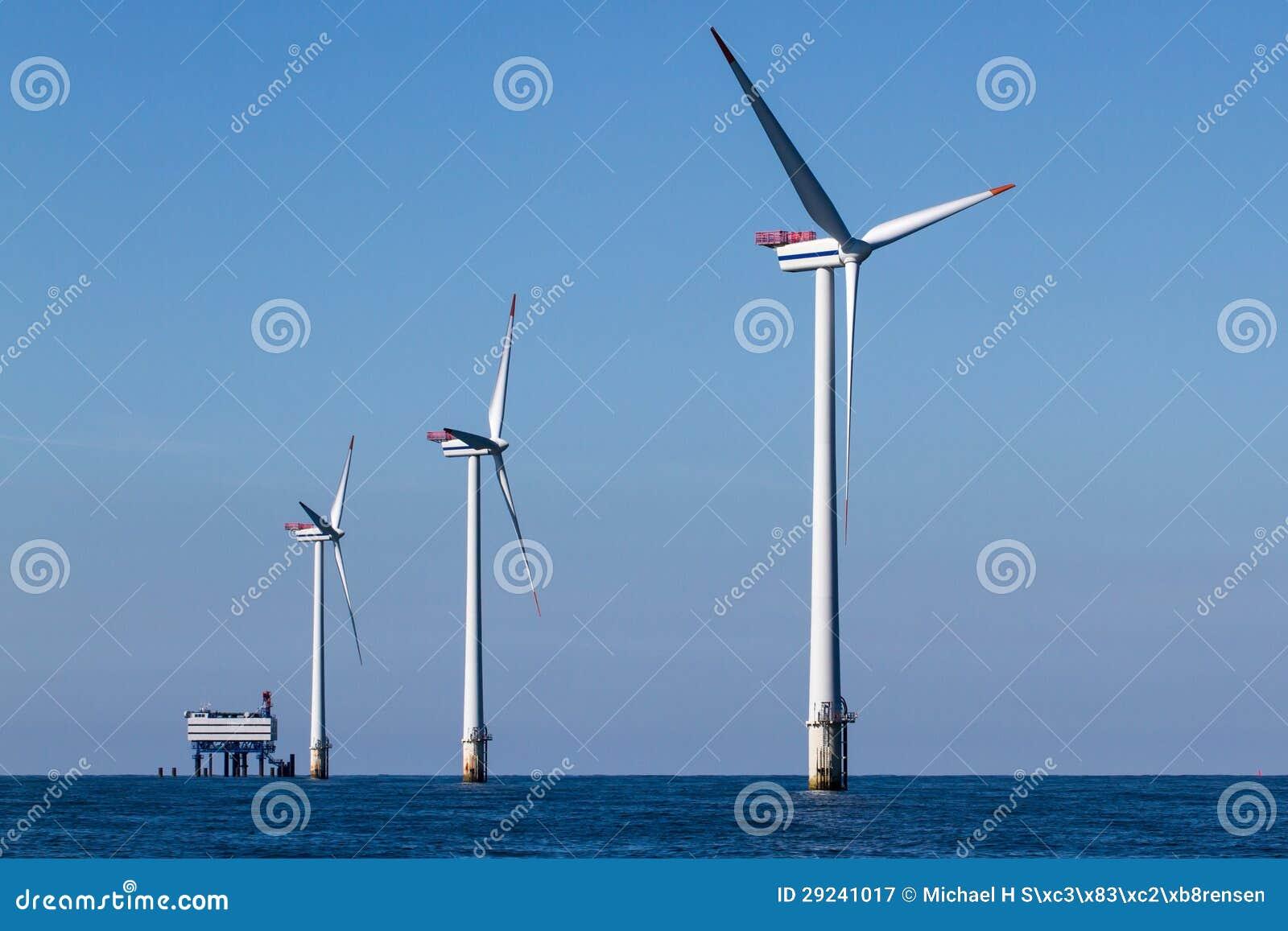 Download Windpark A Pouca Distância Do Mar Imagem de Stock - Imagem de tecnologia, hoist: 29241017
