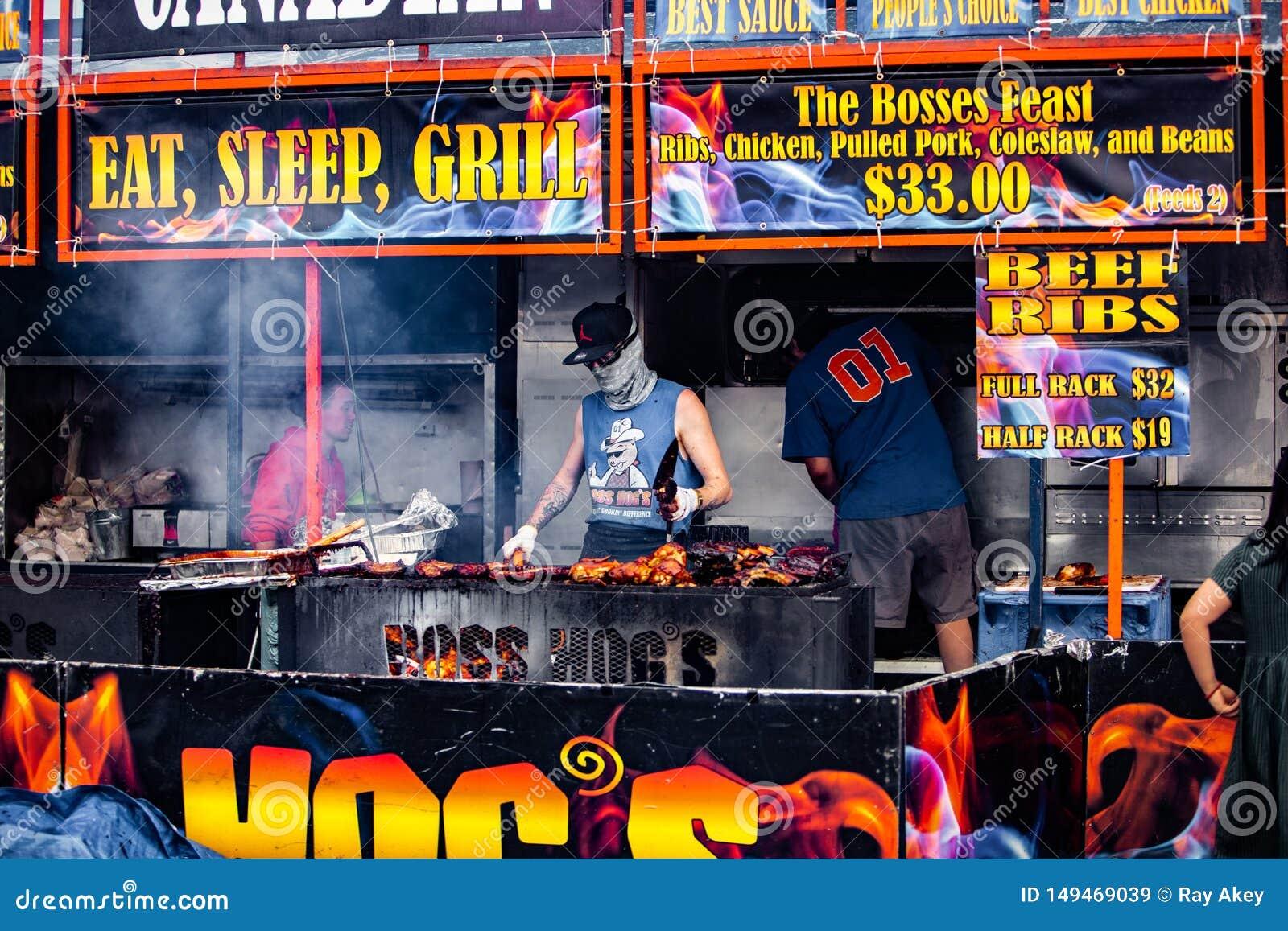 2019-06-01 Windsor, festival do alimento de Ont?rio Canad? Ribfest marca a grade puxada galinha do assado da carne de porco que c