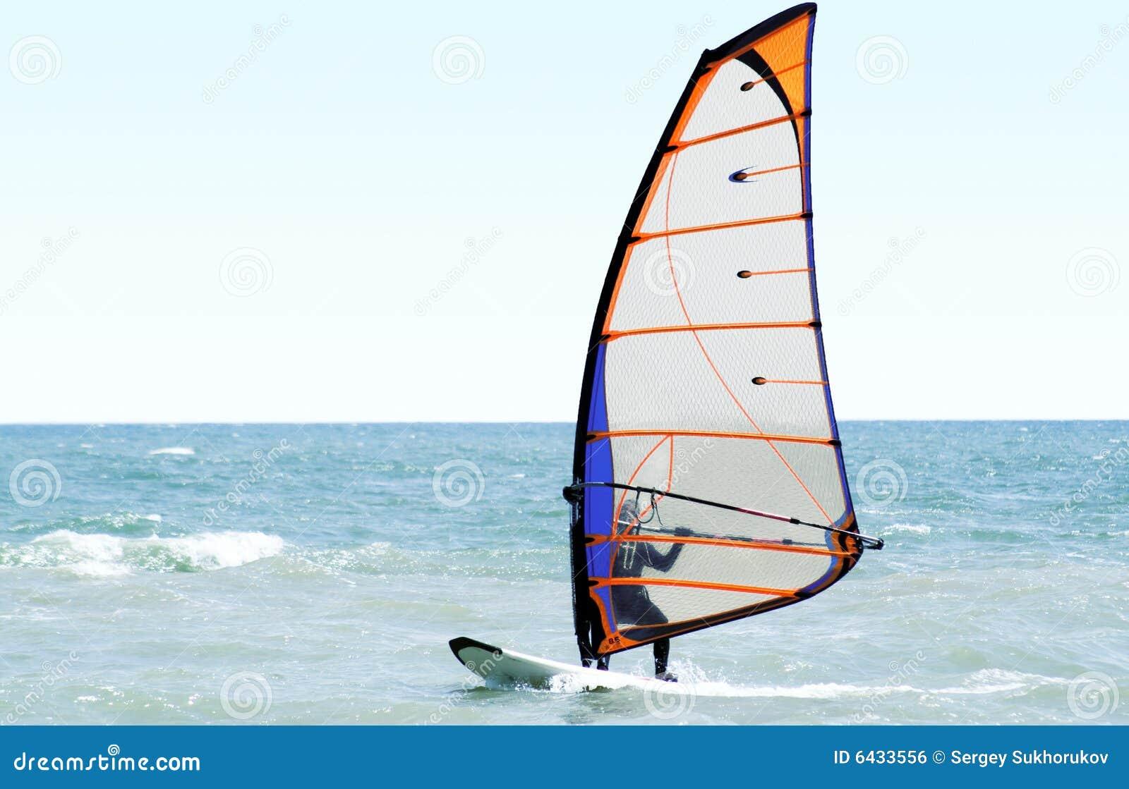 Windsurfer op het overzees