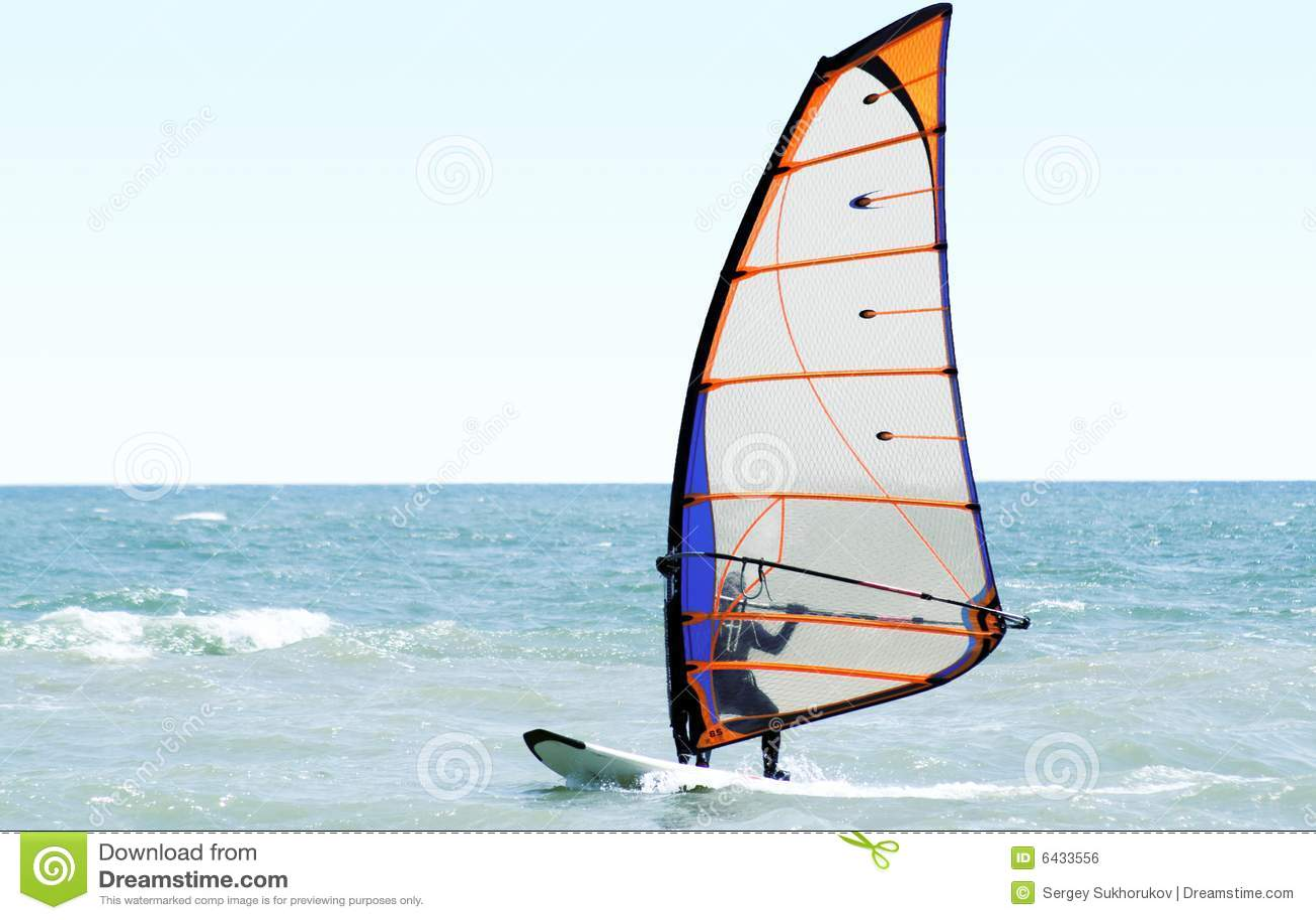Windsurfer sul mare
