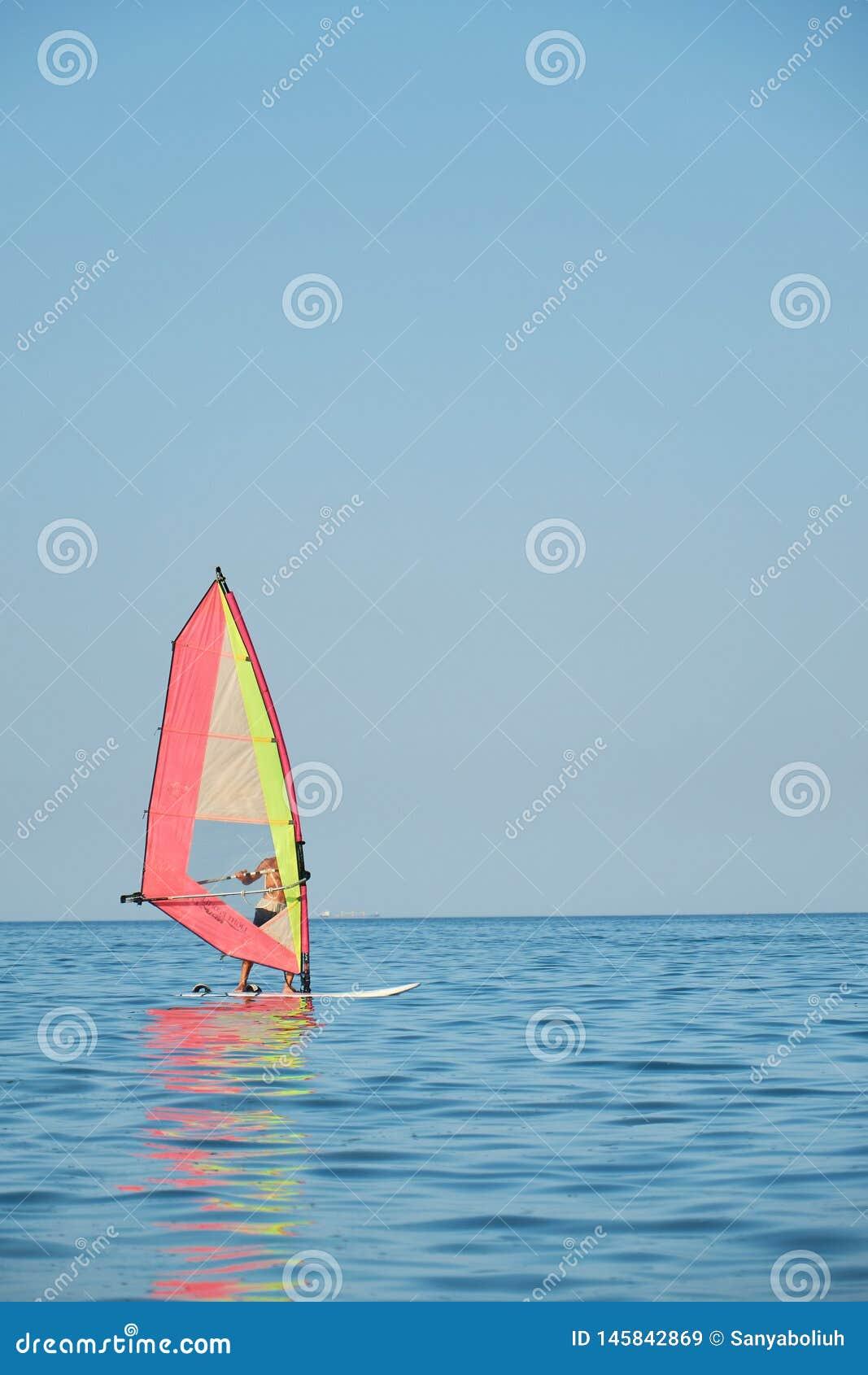 Windsurfing, Pret in de oceaan, Extreme Sport op overzeese achtergrond