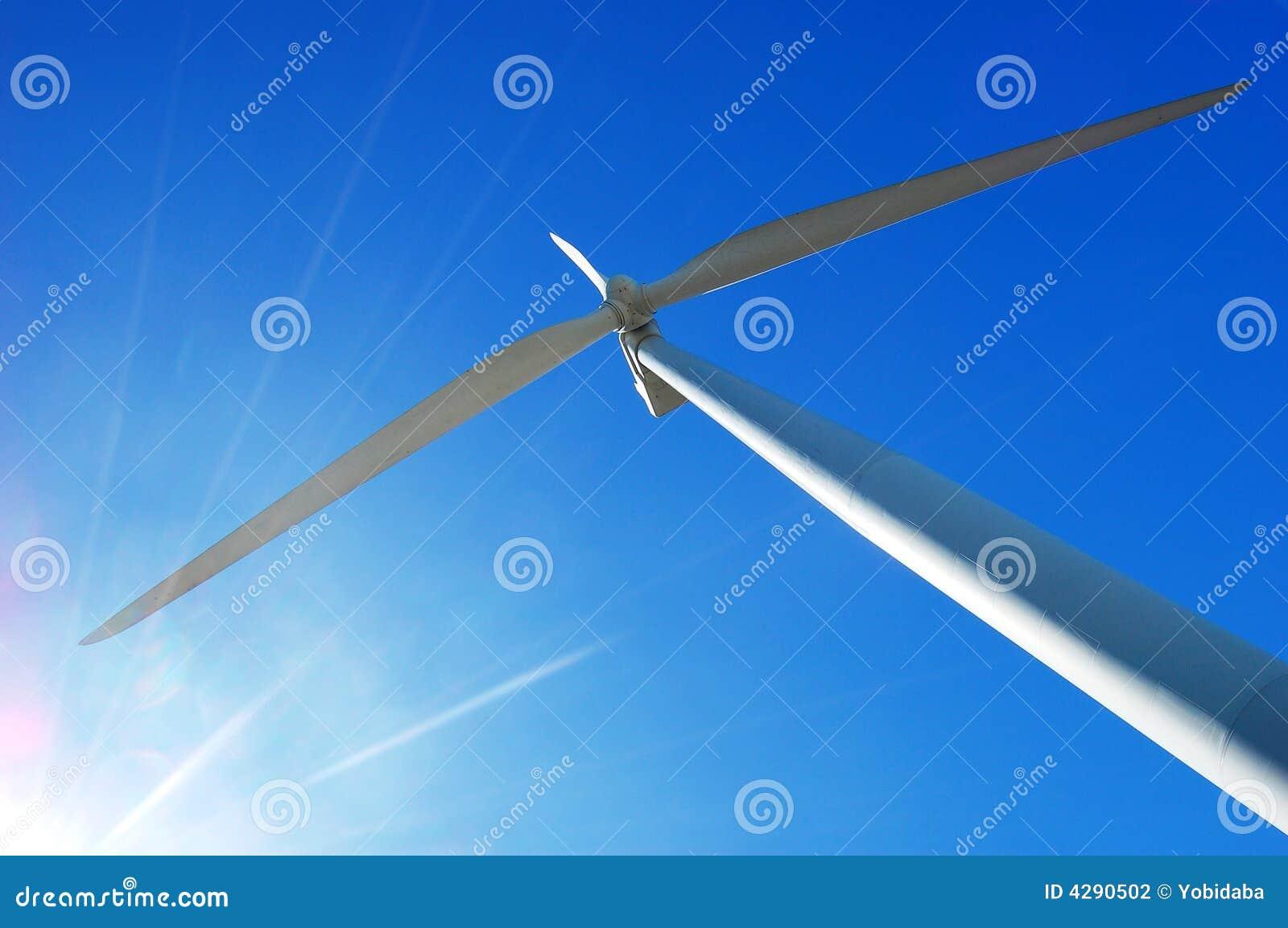 Windturbine mit Sonneaufflackern