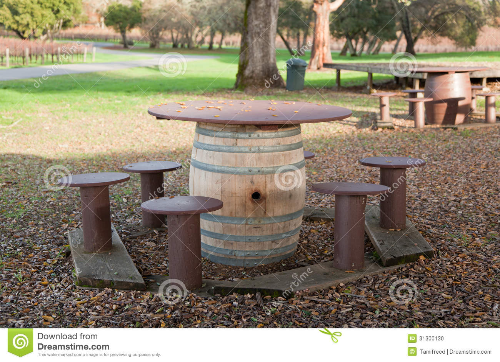 Wine barrel picnic table stock photo image 31300130 for 1 2 wine barrel table