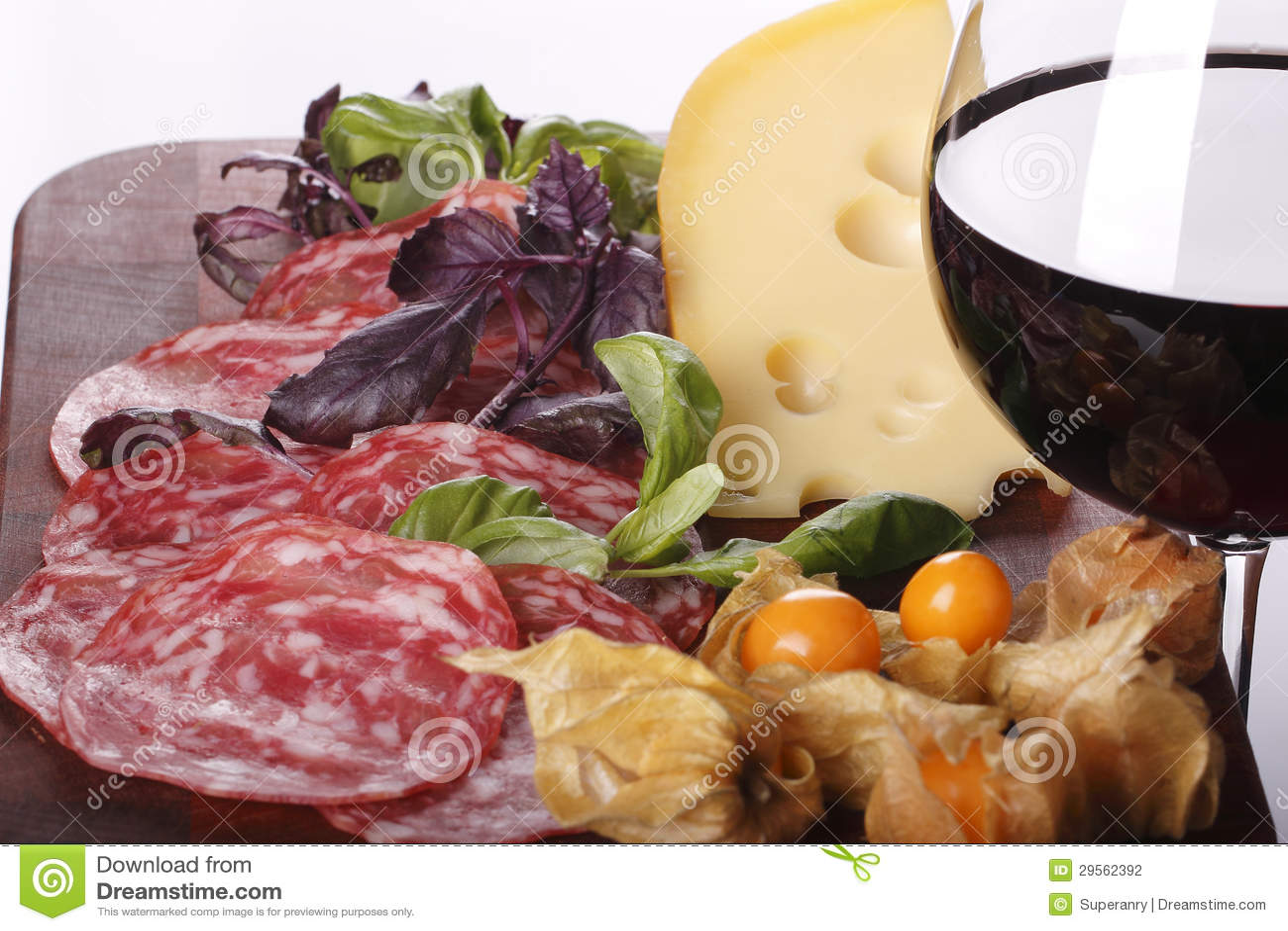 Wine dans le fond en verre et de nourriture