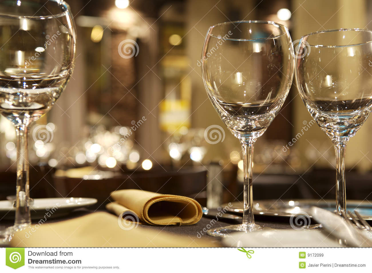 Charmant Wine Glasses On Restaurant Table