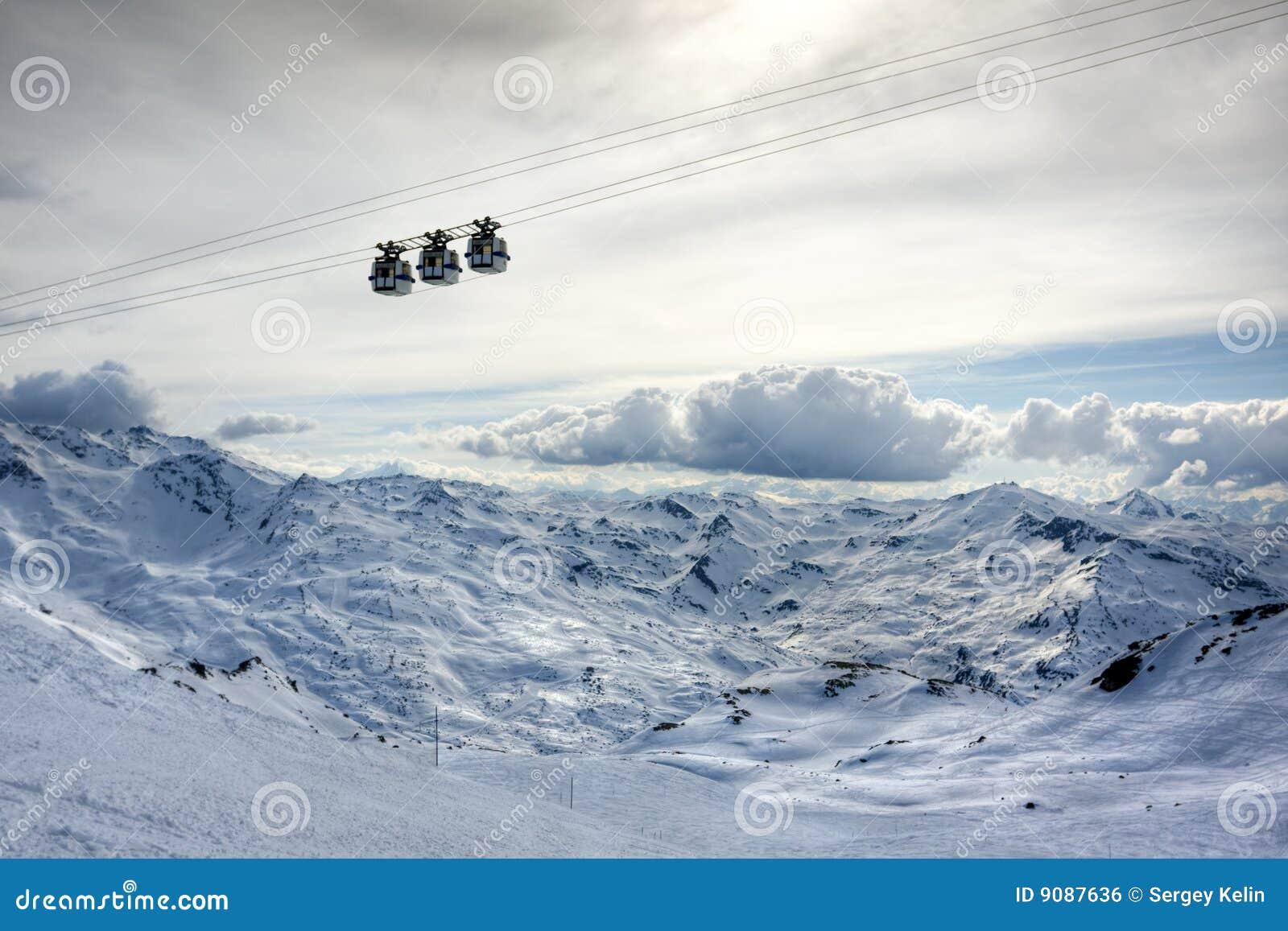 Winter-Alpen verschönern vom Skiort Val Thorens landschaftlich