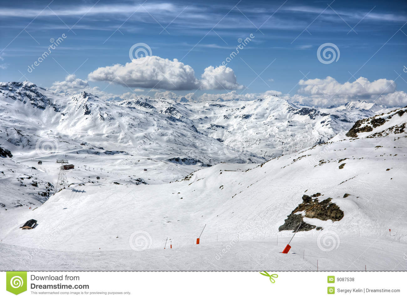 Winter-Alpenlandschaft vom Skiort Val Thorens