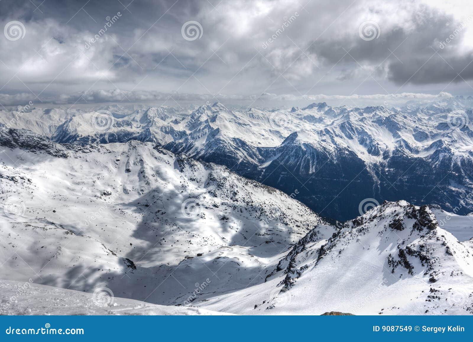 Winter-Alpenlandschaft vom Skiort Val Thorens