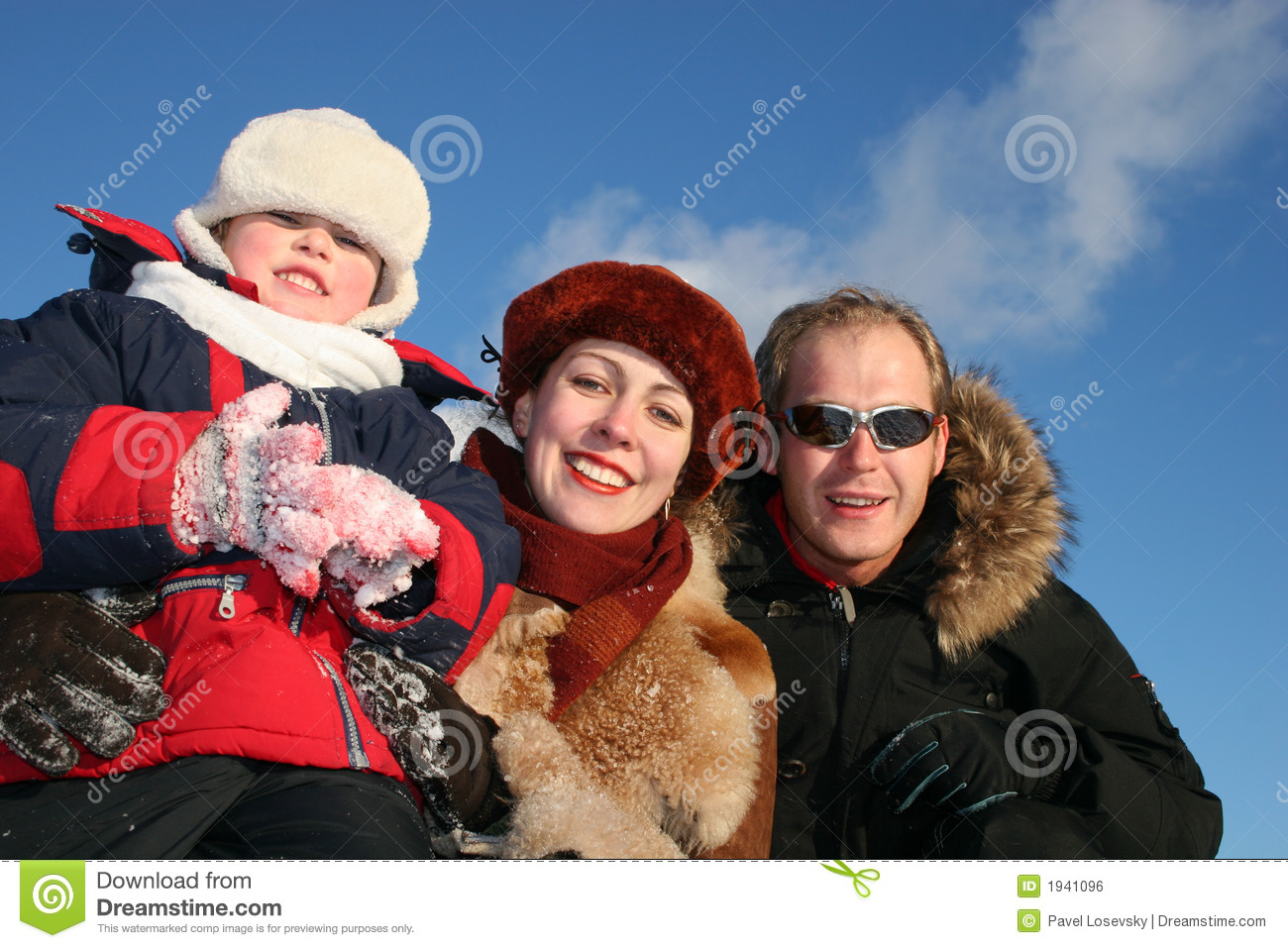 Winter boy with parents2
