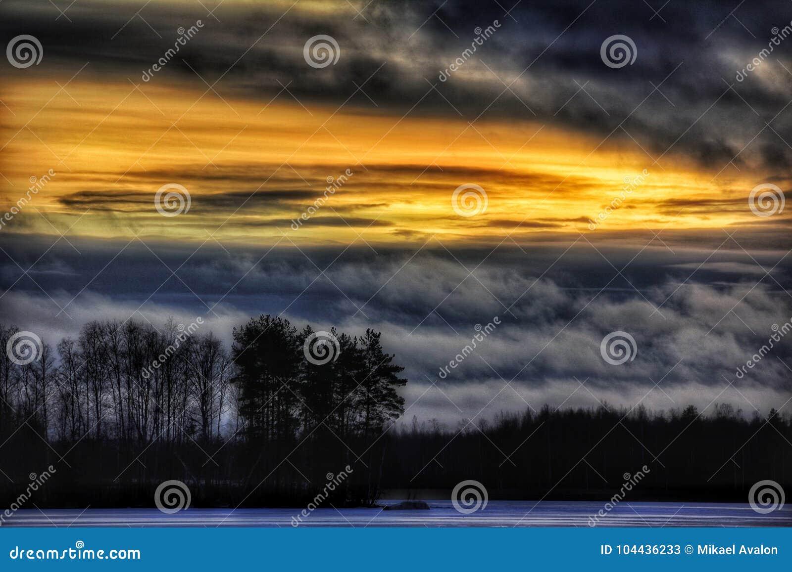 Winter coucher du soleil de glace de lac dehors
