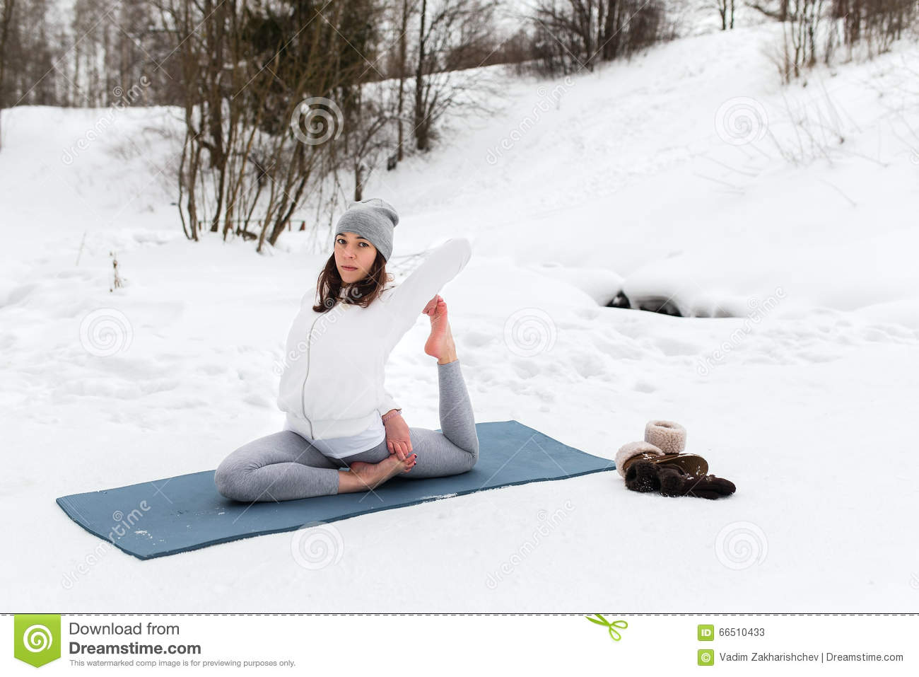 https://thumbs.dreamstime.com/z/winter-yoga-session-beautiful-place-young-athletic-woman-doing-woods-girl-engaged-fitness-park-66510433.jpg