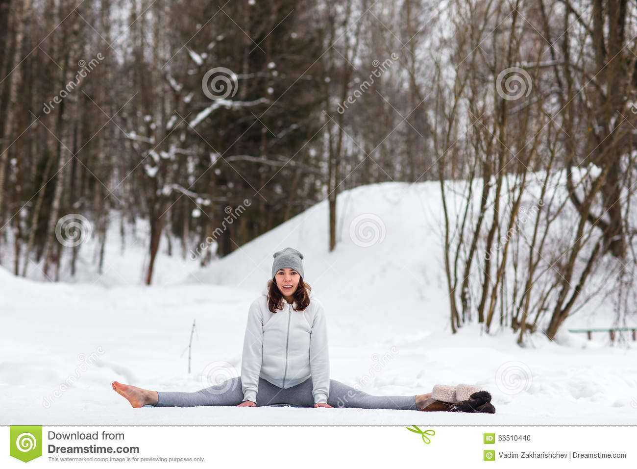 https://thumbs.dreamstime.com/z/winter-yoga-session-beautiful-place-young-athletic-woman-doing-woods-girl-engaged-fitness-park-66510440.jpg