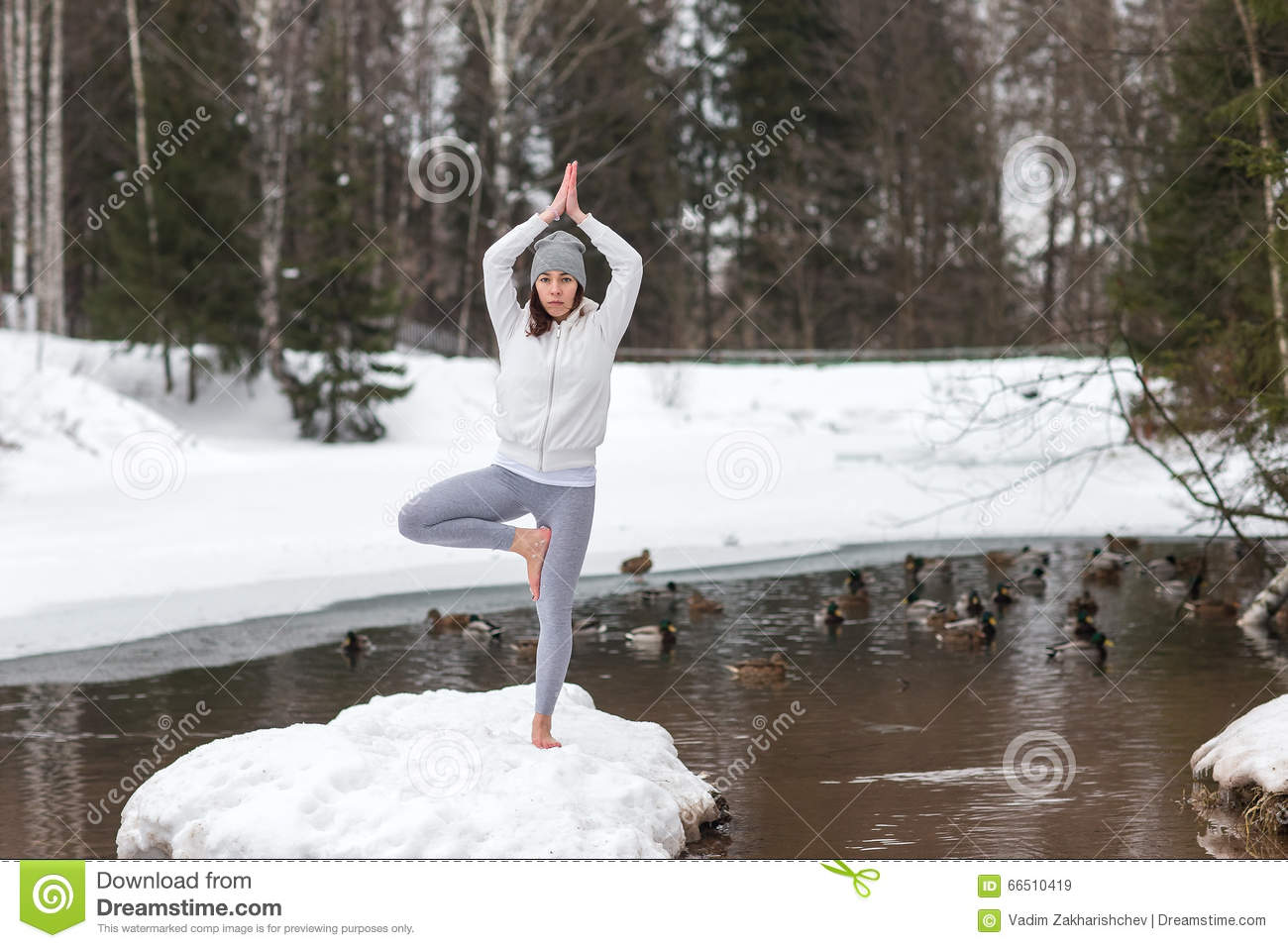 https://thumbs.dreamstime.com/z/winter-yoga-session-beautiful-place-young-athletic-woman-doing-woods-girl-engaged-fitness-park-barefoot-snow-66510419.jpg