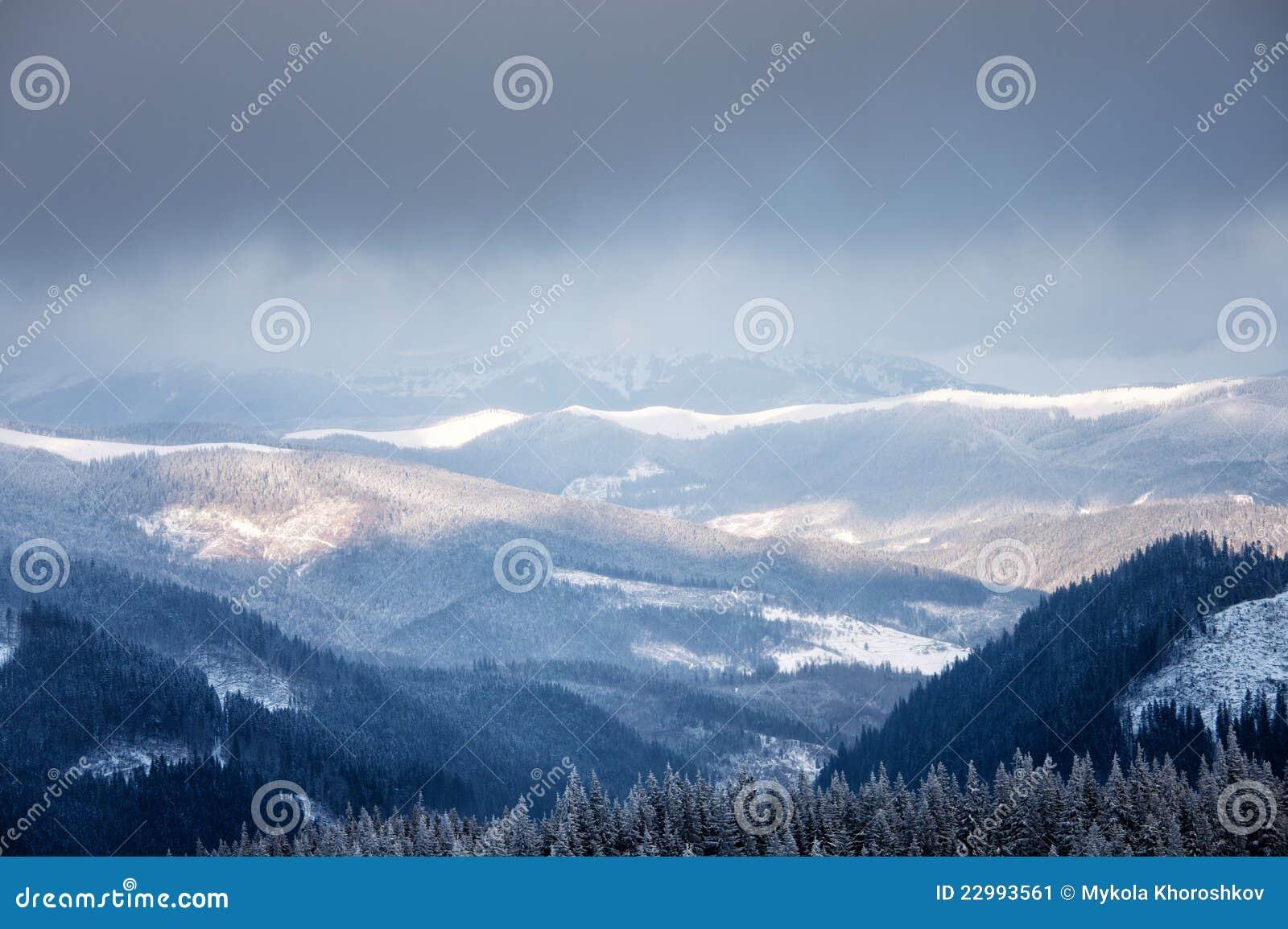 Wintergebirgstal