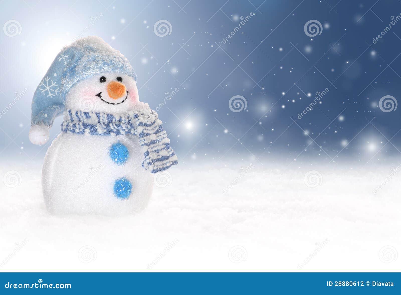 Winterhintergrund mit einem Schneemann, einem Schnee und Schneeflocken