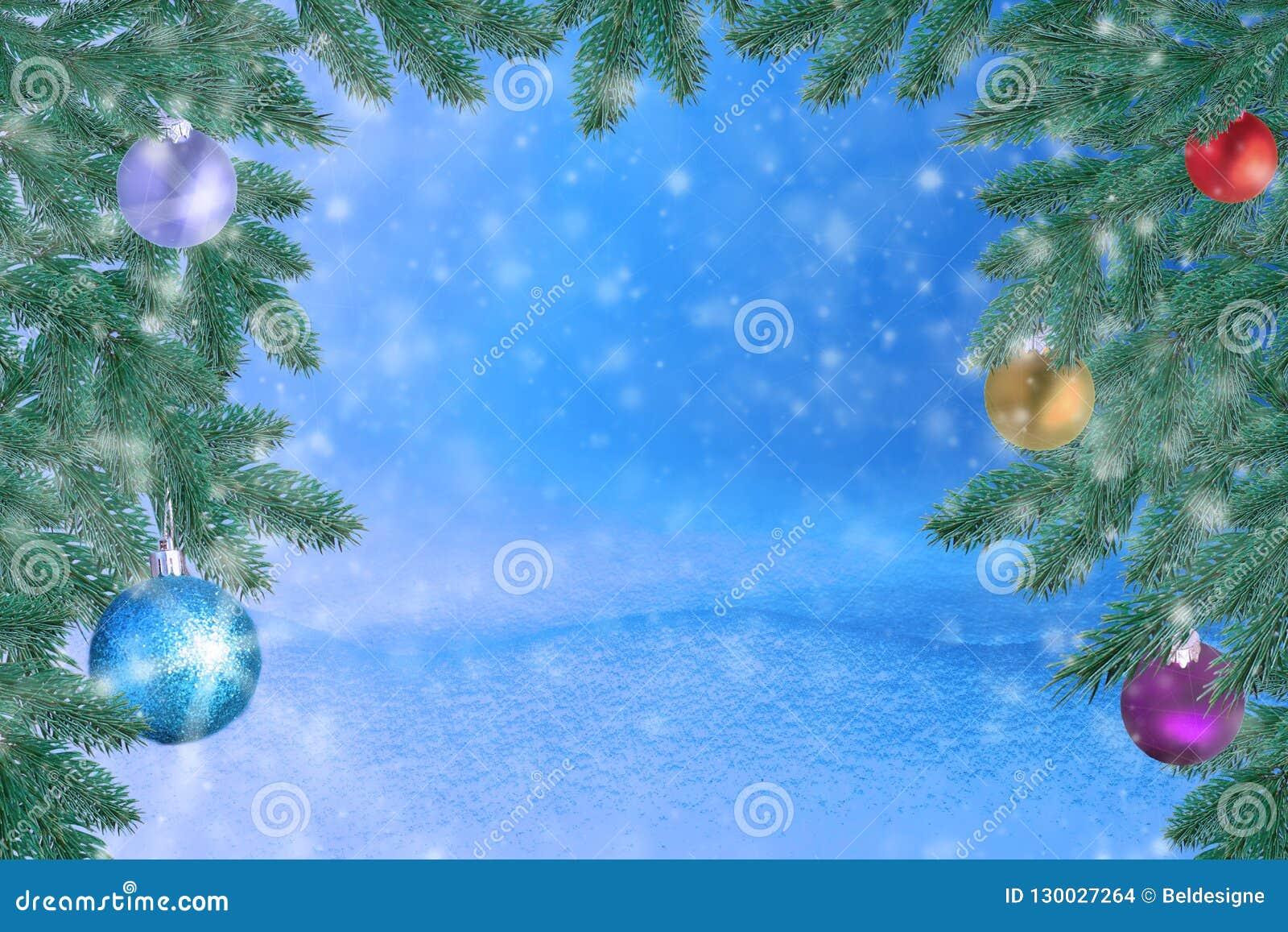 Winterlandschaft mit Schnee Weihnachtshintergrund mit Tannenzweig und Weihnachtsball Frohe Weihnachten und guten Rutsch ins Neue