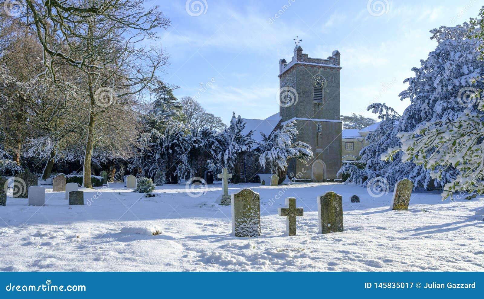 Winterszene von St Mary Kirche, Newton Valence, Hampshire, Großbritannien