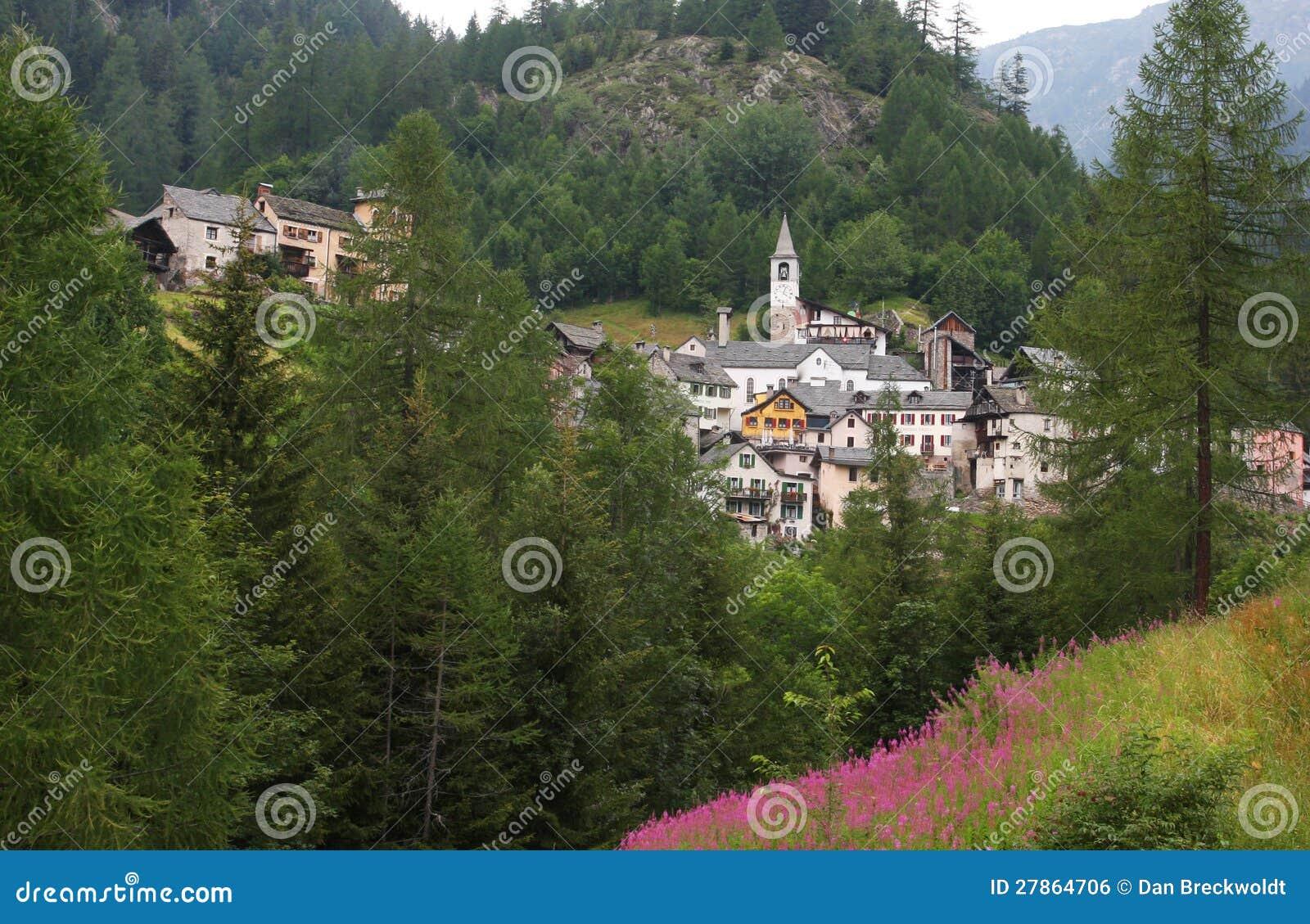 Wioska Fusio w Szwajcarskich Alps