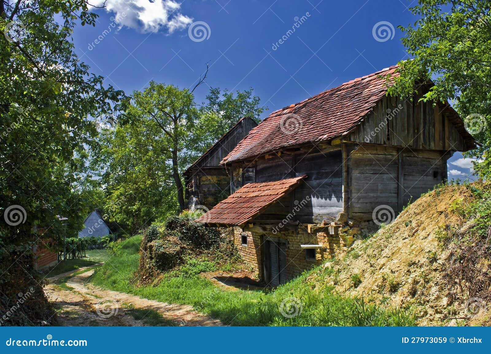 Wioska z drewnianymi chałupami