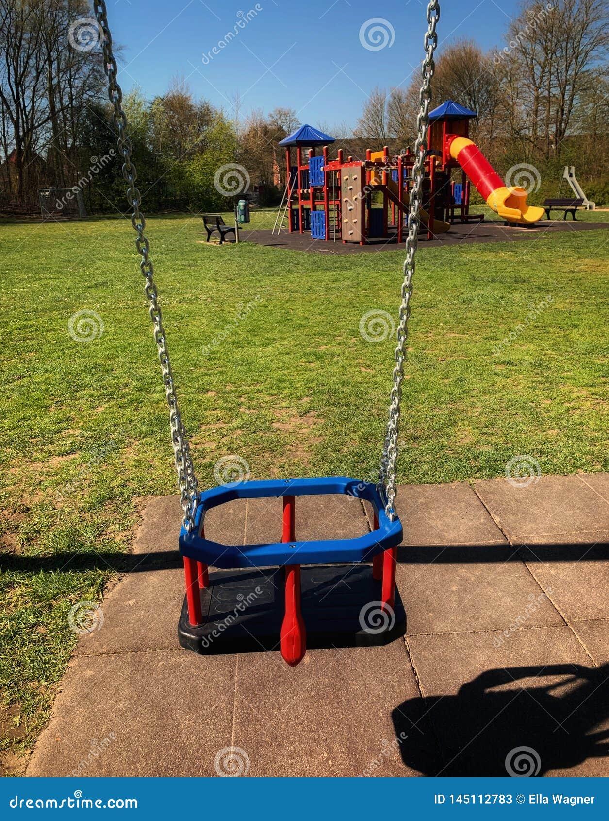 Wiosny huśtawka dla dziecka