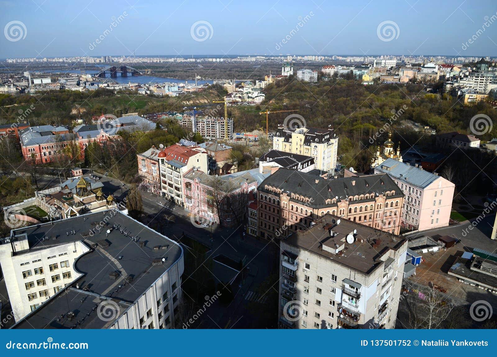 Wiosny panorama Kijowski linia horyzontu od bird& x27; oko widok