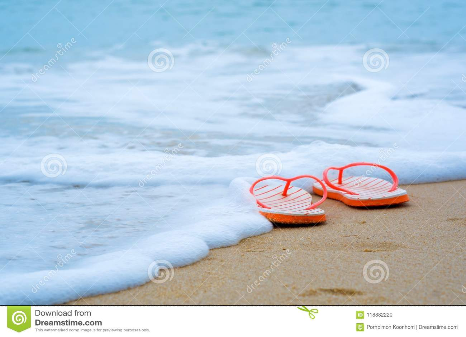 Wipschakelaars op zandig strand