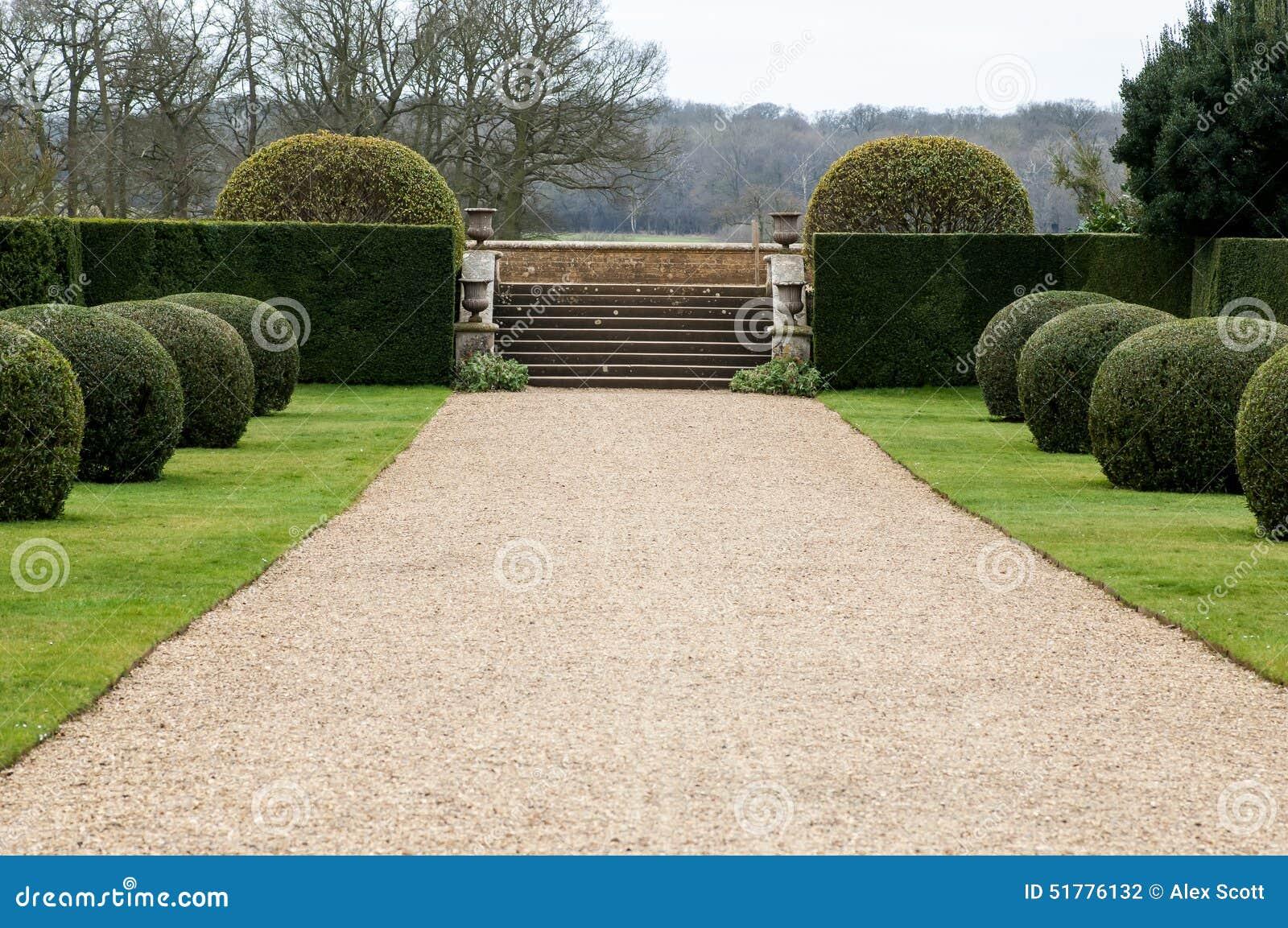 Żwir ścieżka w ogródzie