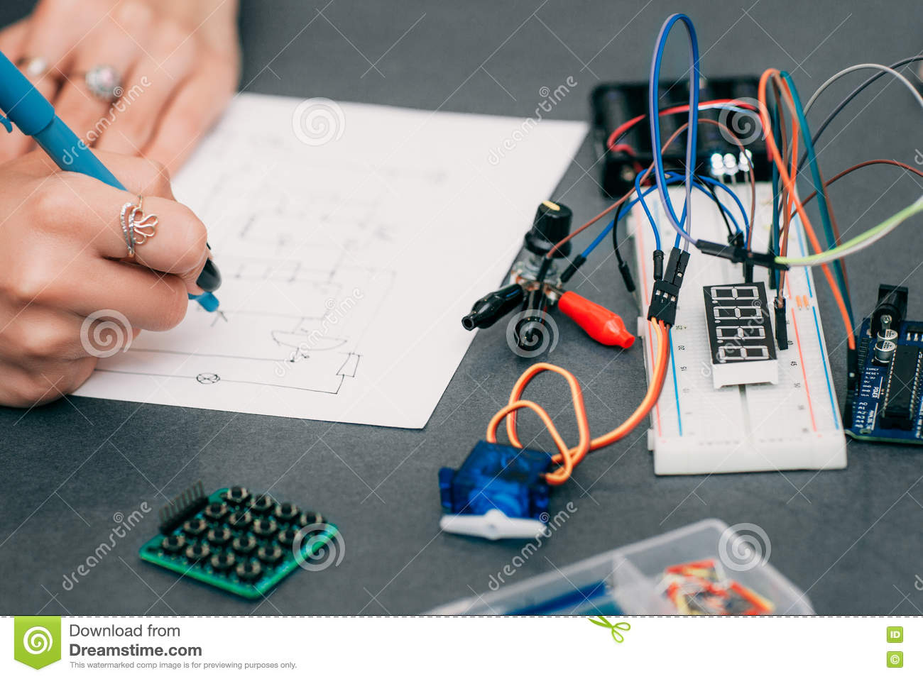 Wiring diagram drawing with breadboard