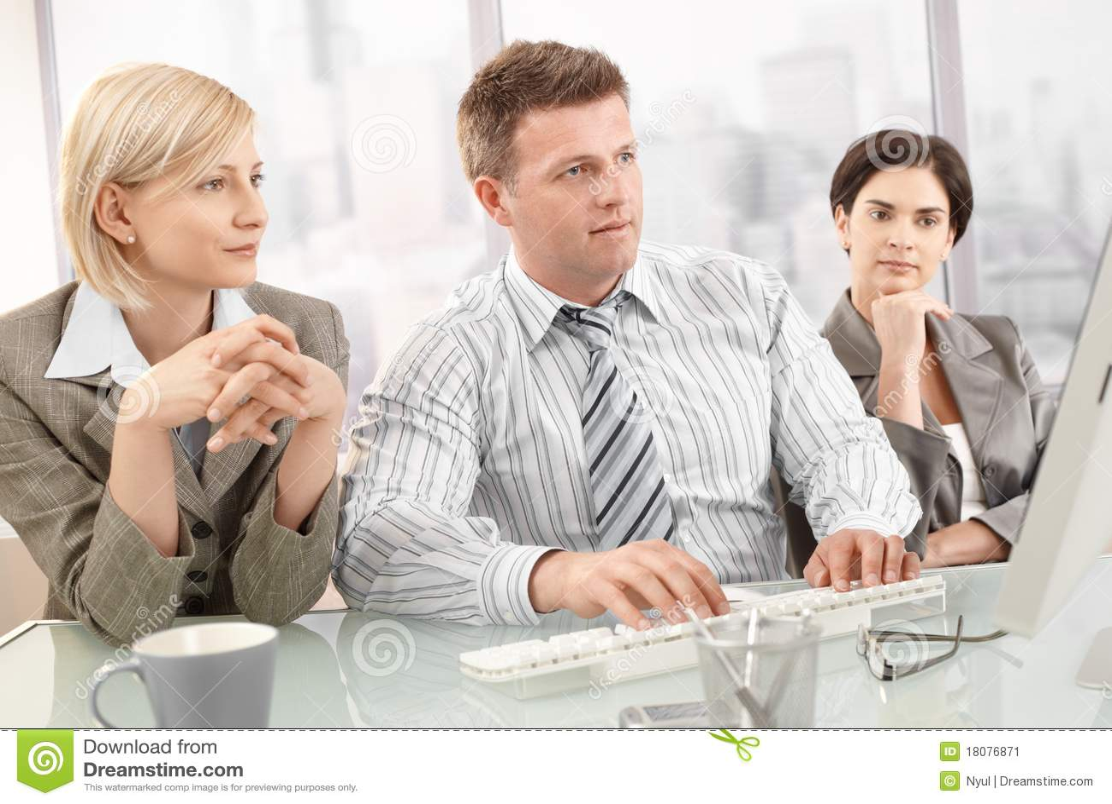 Wirtschaftler auf Sitzung