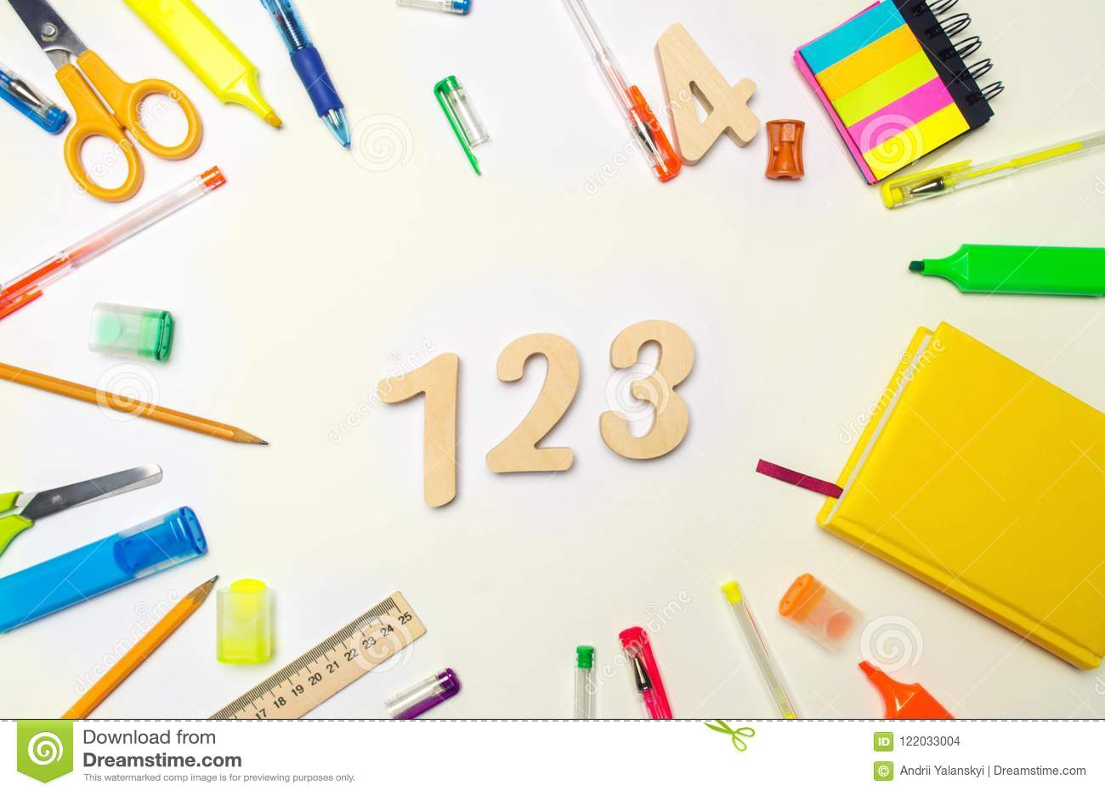 Wiskunde nummer 1, 2, 3 op de schoolbank Concept onderwijs Terug naar School kantoorbehoeften Witte achtergrond stickers, col.