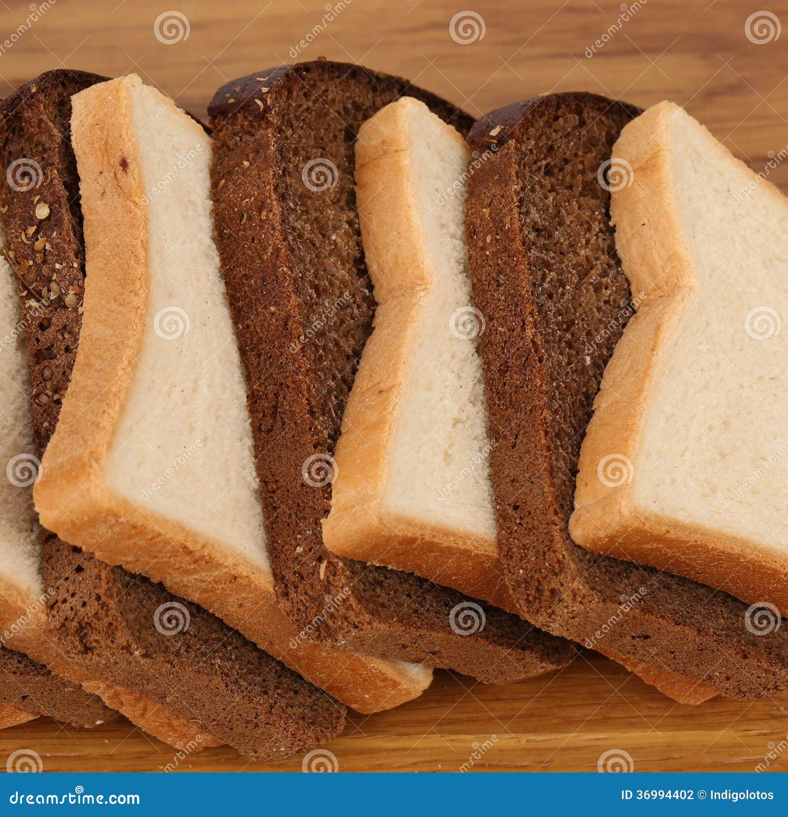 Wit En Bruin Brood Van Brood Op Houten Lijst. Stock Fotografie ...