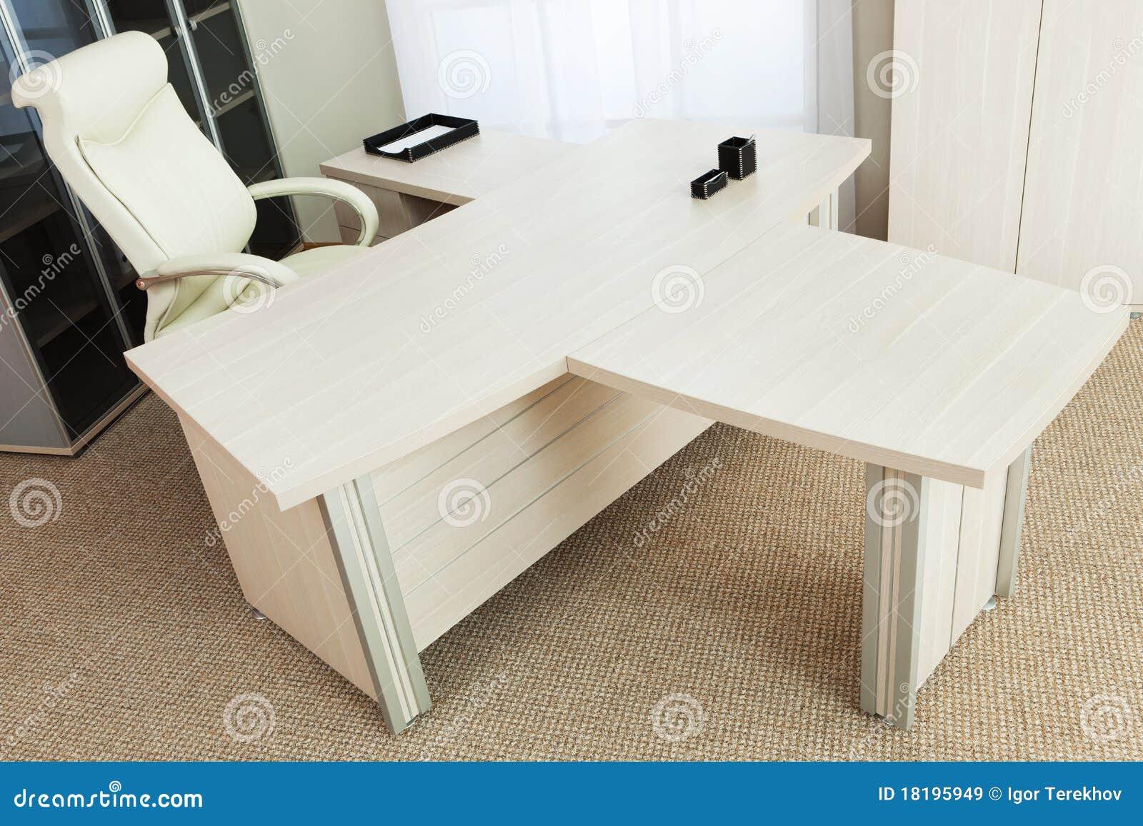 Wit en een groot bureau stock afbeelding afbeelding bestaande uit