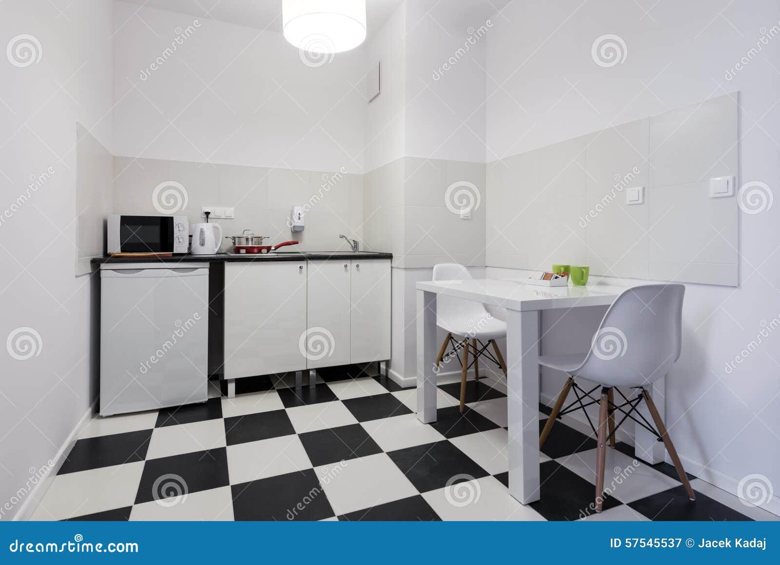 Wit en zwart klein keuken binnenlands ontwerp stock foto ...
