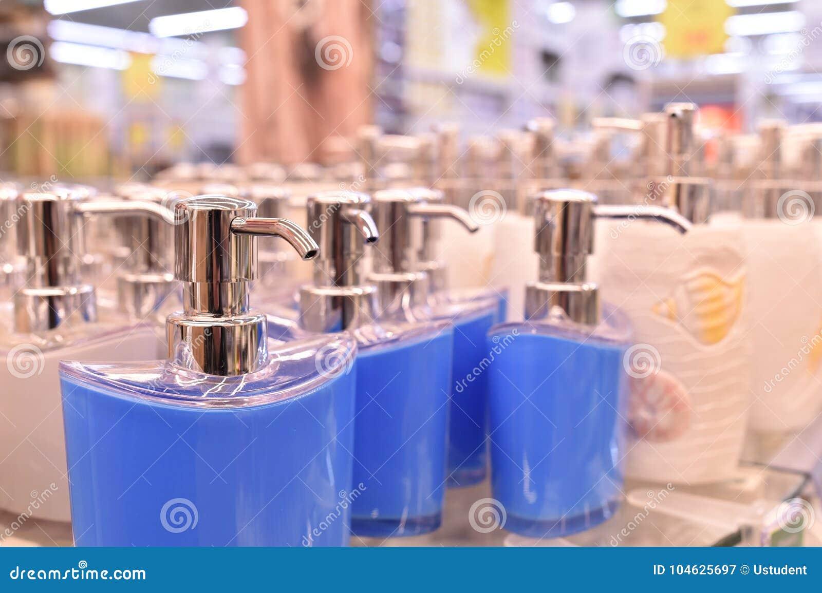 Download Wit Was CandleDispenser Porselein, Witte, Vloeibare Zeepautomaat Stock Afbeelding - Afbeelding bestaande uit rood, zilver: 104625697