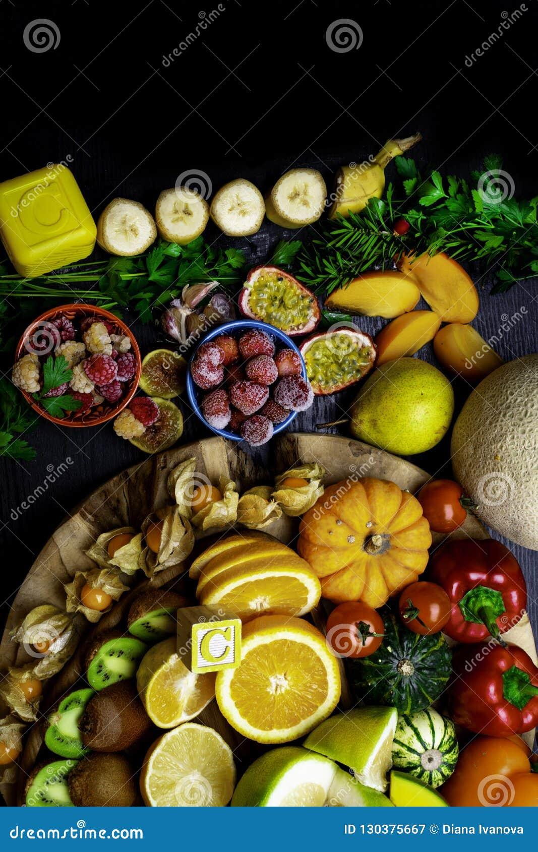 Witamina C w owoc i warzywo Naturalni produkty bogaci w witaminie C